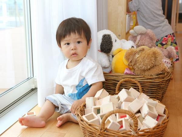 木のおもちゃと子ども